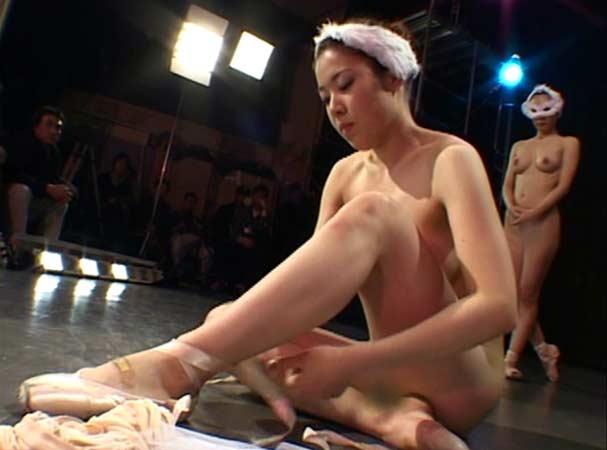 В Японии нашли оригинальный способ привить любовь к балету. Лебедино