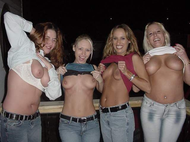 Chicas... me muestran sus tetas???