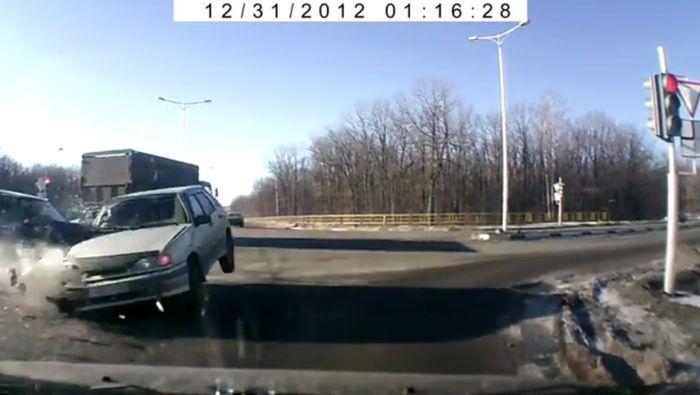авария, авария дня, авто авария, дтп, жесть, ваз 2114, ремень безопасности