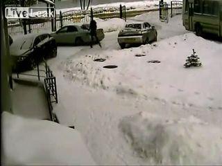 Две девушки паркуются