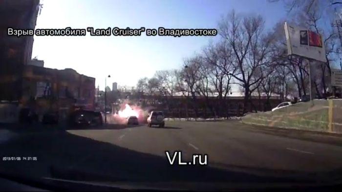 взрыв авто,  land cruiser 80, авто в огне, машина в огне