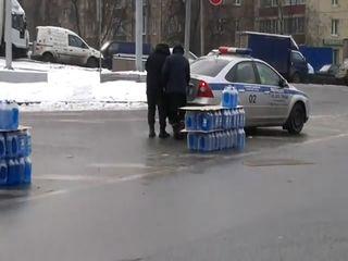Сотрудники ДПС приехали за незамерзайкой