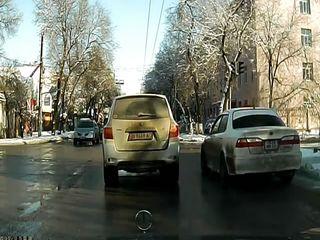 Таксист исполнил маневр
