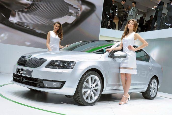 девушки и авто, автосалон, автовыставка, автосалон в женеве