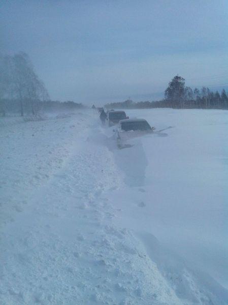 дорога в снегу, снежный занос, снежная ловушка