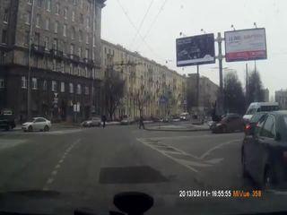 Женщина сбила двух пешеходов