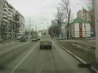 Водитель ударил старика-пешехода