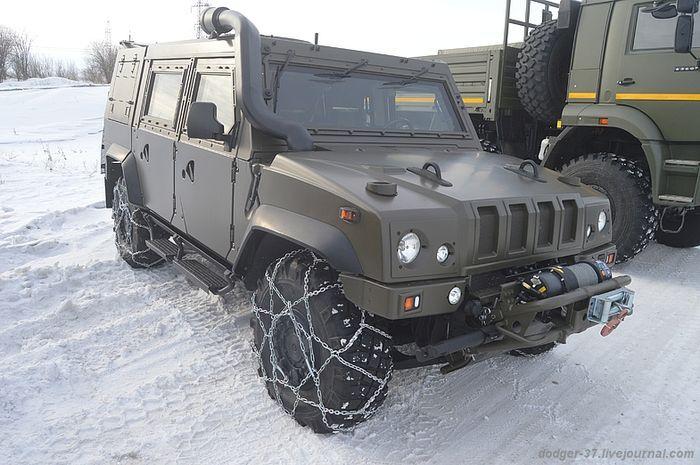 военная техника. рысь, военный автомобиль