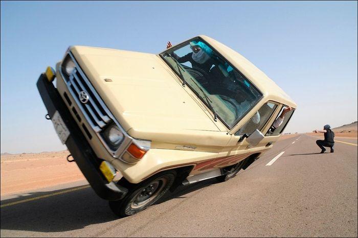 арабские развлечения, трюк на авто