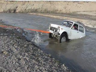 Утопили Ниву, оторвали бампер