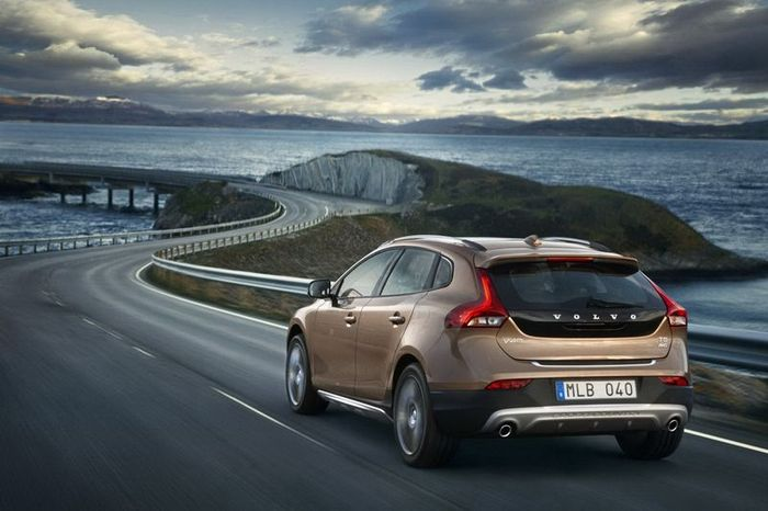 Компания Volvo представила новый V40 Cross Country (15 фото+видео)