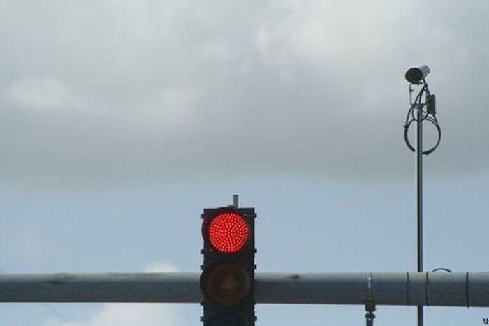 В Москве камеры научатся штрафовать за проезд на красный свет (текст)