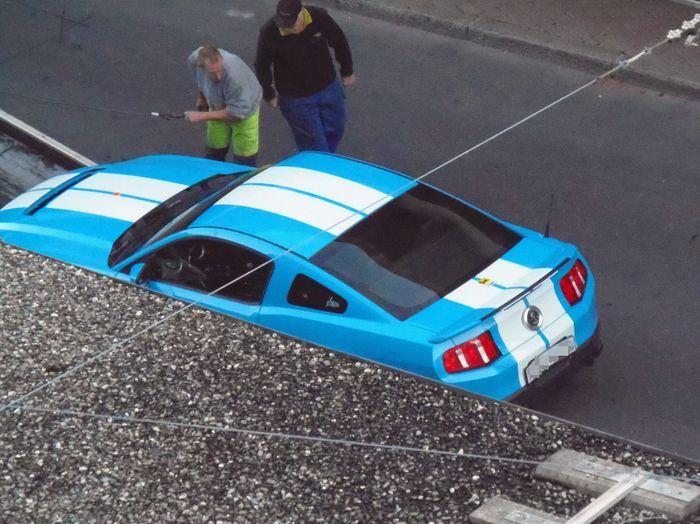 В Швейцарии водитель Ford Mustang с российскими номерами погиб в перестрелке с копами (13 фото)