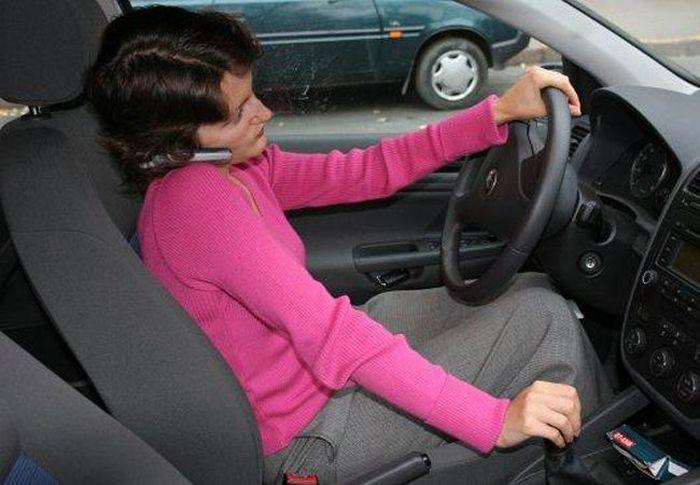 Разговаривать по телефону за рулем станет дороже в 10 рез! (текст)