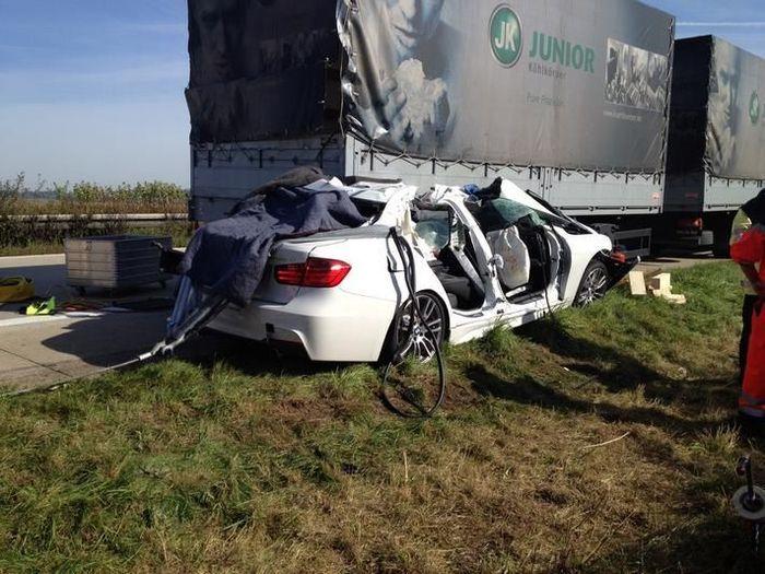Тестовый пилот BMW погиб при тестировании новой BMW 3-Series (9 фото)