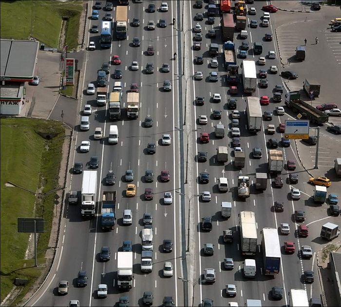 МКАД закроют для грузовиков в дневное время (текст)
