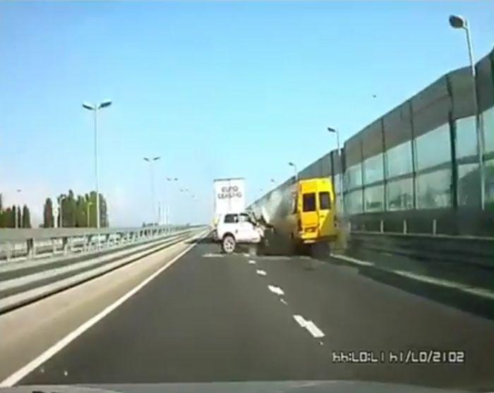 Подборка аварий на российских дорогах (видео)