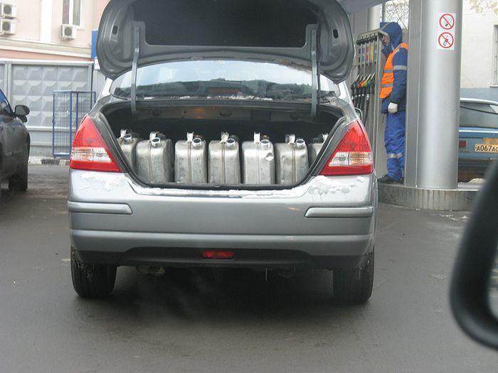 В октябре и ноябре в России образуется дефицит бензина (текст)