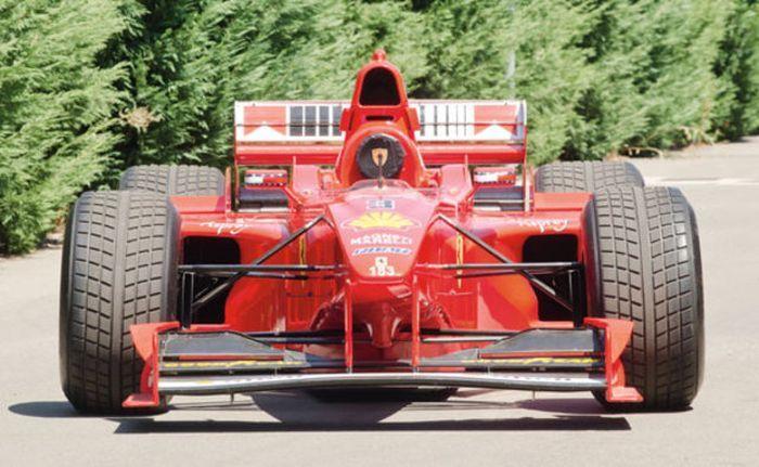На аукционе продадут болид Формулы-1 Михаэля Шумахера (10 фото+видео)