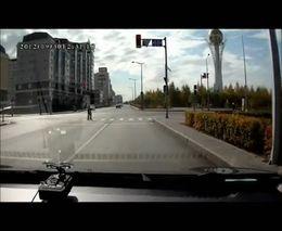 Необычный пешеход на переходе