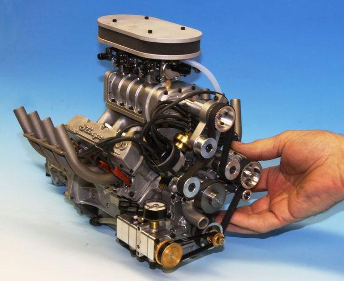 Американцы построили самый маленький V8 с компрессором (4 фото+видео)