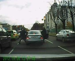 Лихач отхватил на светофоре