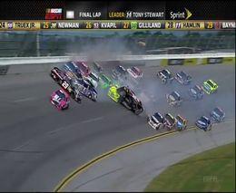 Серьезный замес на 25 машин в NASCAR
