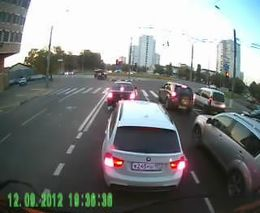 Стоишь спокойно, ждешь светофор...