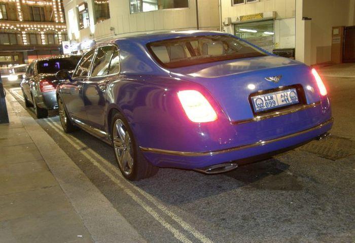 В Лондоне засветился Bentley Mulsanne с необычными арабскими номерами (10 фото)