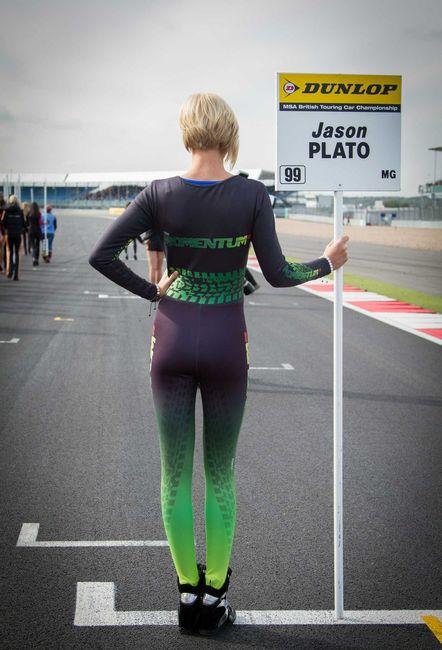 Девушки с автогонок в BTCC Silverstone (18 фото)