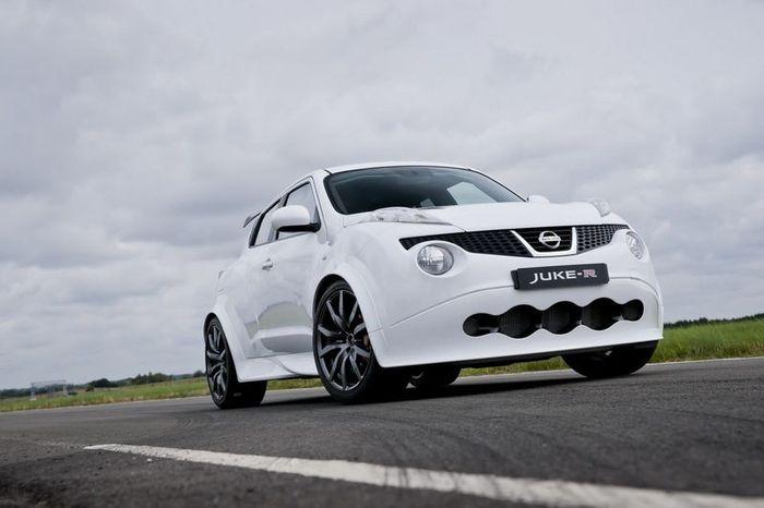 Компания Nissan собрала первый серийный  кроссовер Juke-R (21 фото+2 видео)