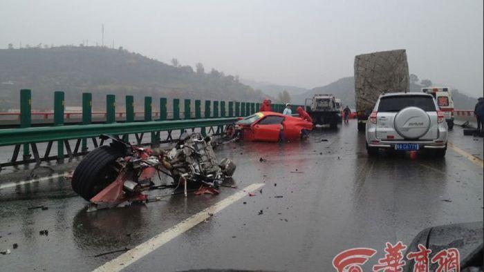 В Китае произошла авария на миллионы юаней (7 фото)
