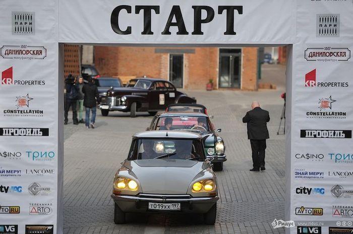 В Москве прошло закрытие ралли Старое время (12 фото)
