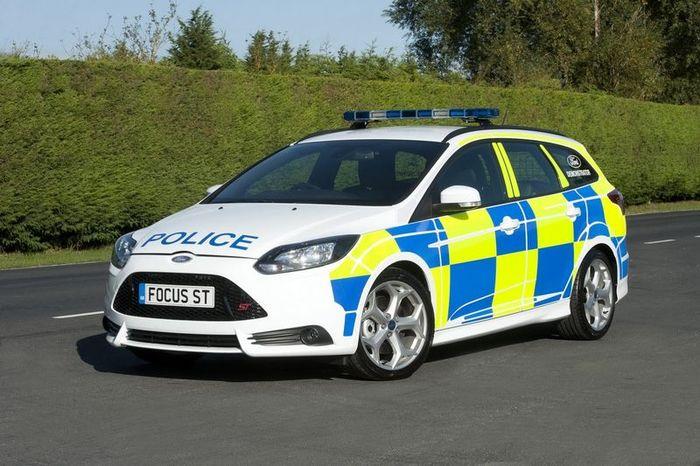 Британская полиция получила заряженный Ford Focus ST (12 фото)