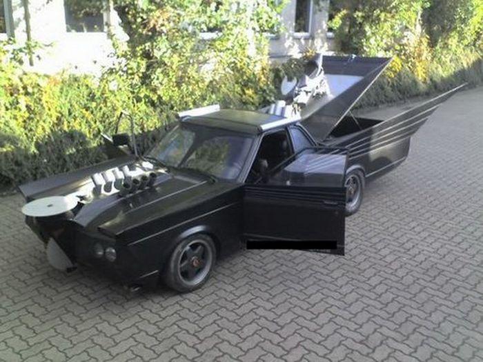 Найдено на Ebay. Немецкий бэт-мобиль (10 фото)