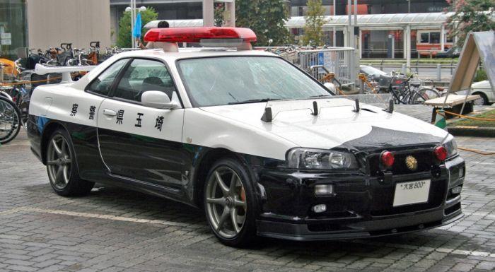 Необычные автомобили на службе в полиции (57 фото)