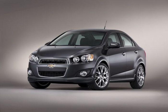 Chevrolet привезет на выставку SEMA заряженный Aveo (6 фото)