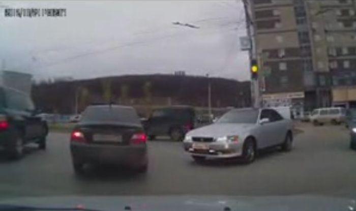 Нарушение, угрозы, пистолет и веселящий газ (4 фото+видео)