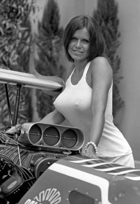 Подборка винтажных фотографий девушек с автомобилями (100 фото)