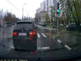 BMW X5 и лужа