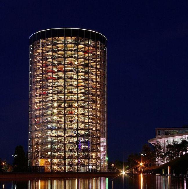 Автомобильные башни-парковки в Германии (9 фото)