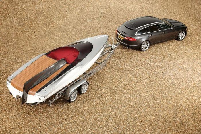 Моторная лодка от Jaguar в стиле модели XF (12 фото)