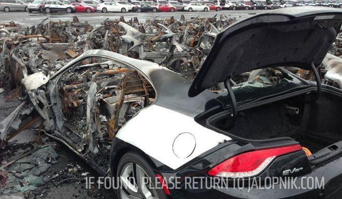 В порту США сгорели 16 роскошных гибридов Fisker Karma (4 фото)