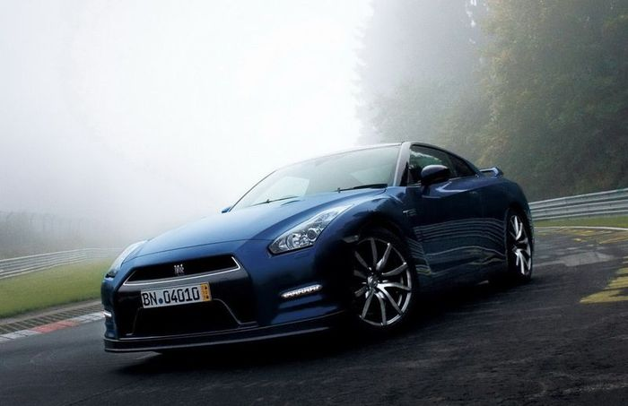 Очередная модернизация спорт-кара Nissan GT-R (38 фото+2 видео)
