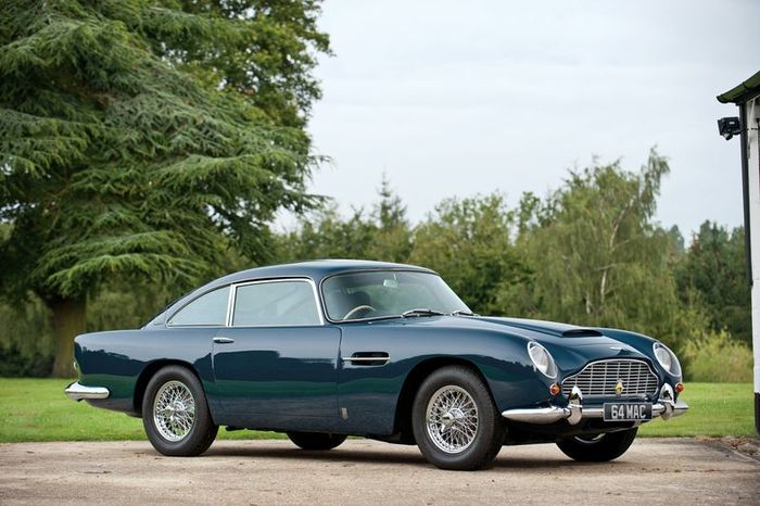 Aston Martin DB5 Пола Маккартни продали за 555000$ (23 фото)