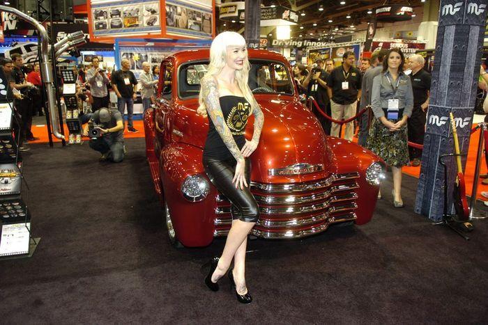 Девушки с выставки автотюнинга SEMA 2012. Часть 2 (18 фото)