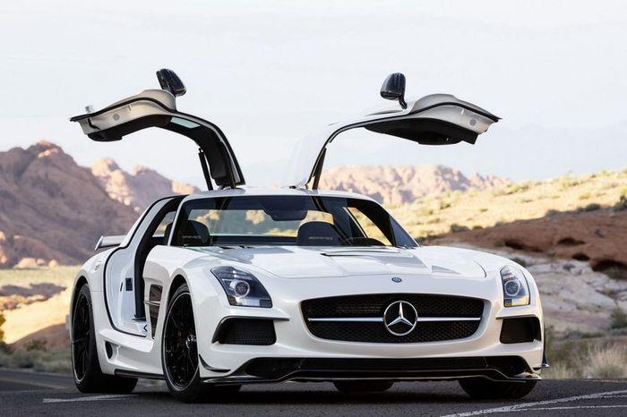 В компании Mercedes представили SLS AMG Black Series (28 фото)