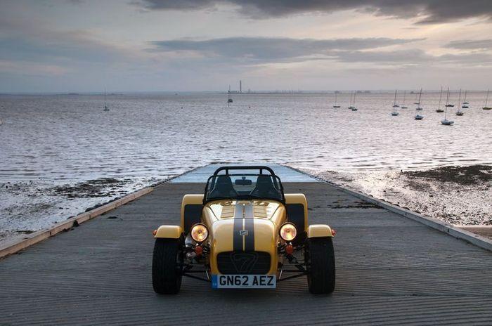 В Caterham представили новую модель Seven Supersport R (10 фото)