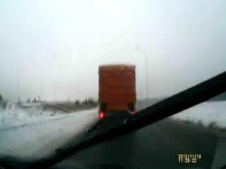 Зачетно обогнал колонну грузовиков