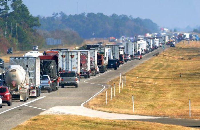 В Техасе столкнулись сразу 140 автомобилей (10 фото)